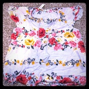 Old Navy floral blouse NWT